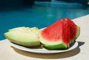 Sommer, Sonne, Süßfrucht. Steigert unsere Produktivität. Bestimmt.