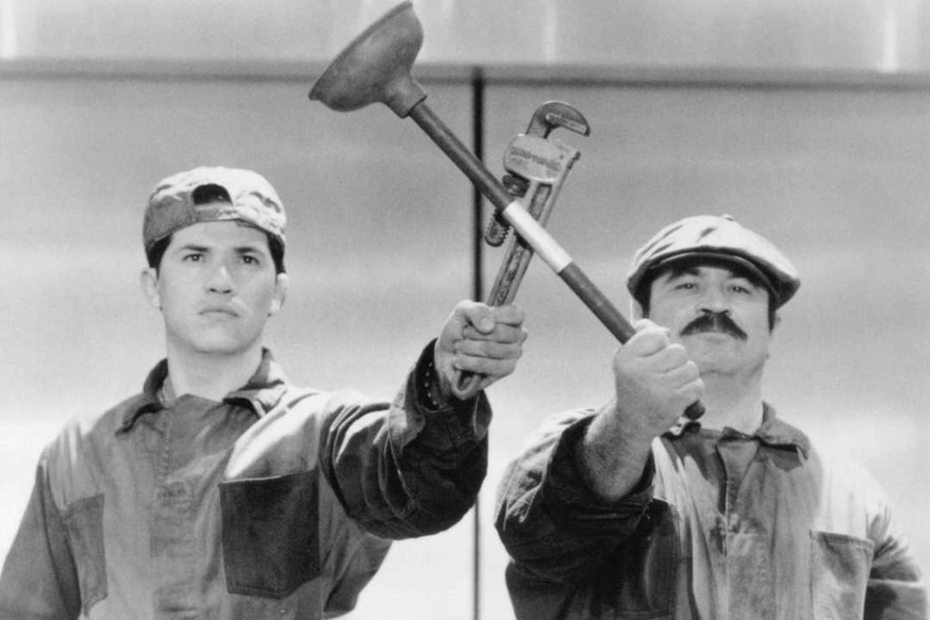 636009921200909656-john-leguizamo-and-bob-hoskins-in-super-mario-bros.–1993–large-picture