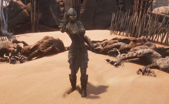 Conan Exiles Reptilienrüstung vor Leichenbergen Endgame Titel