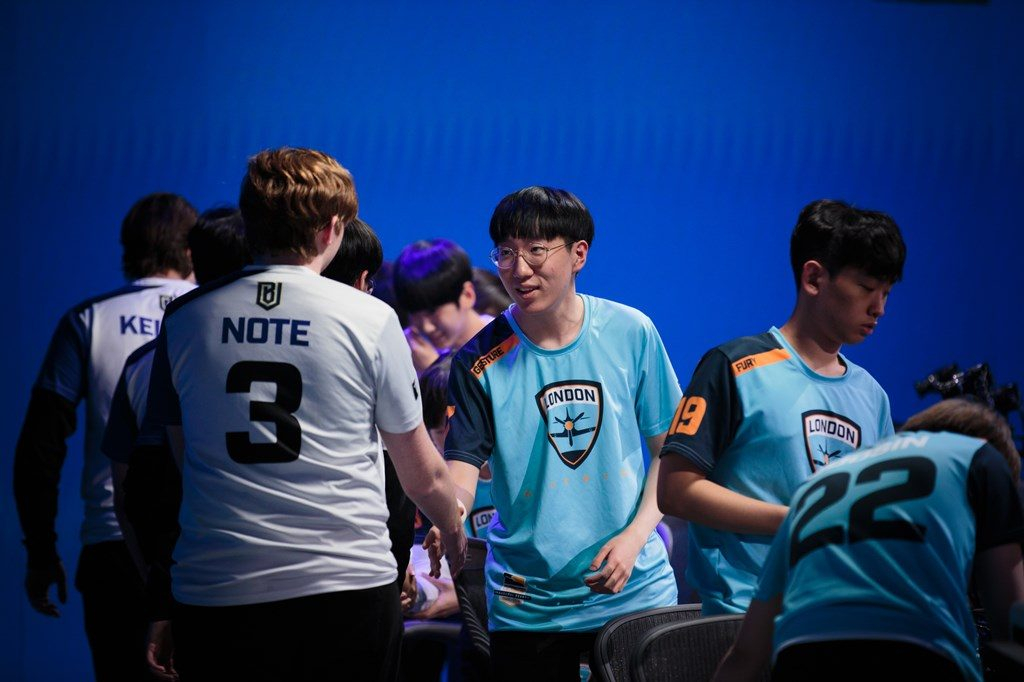 overwatch league London Spitfire gesture after a match with note