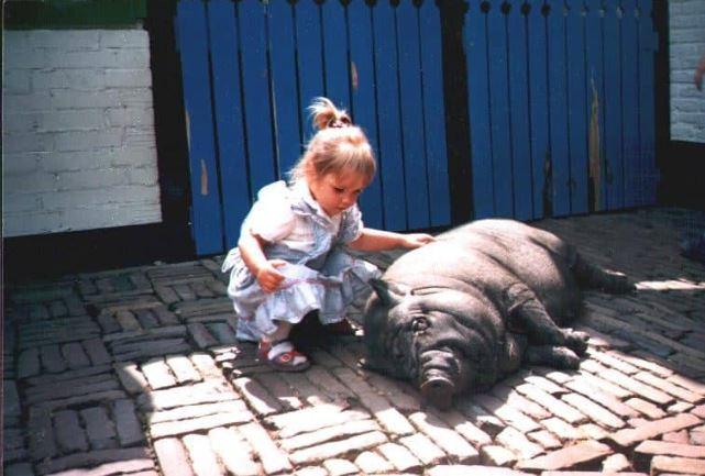 Leya Hängebauchschwein