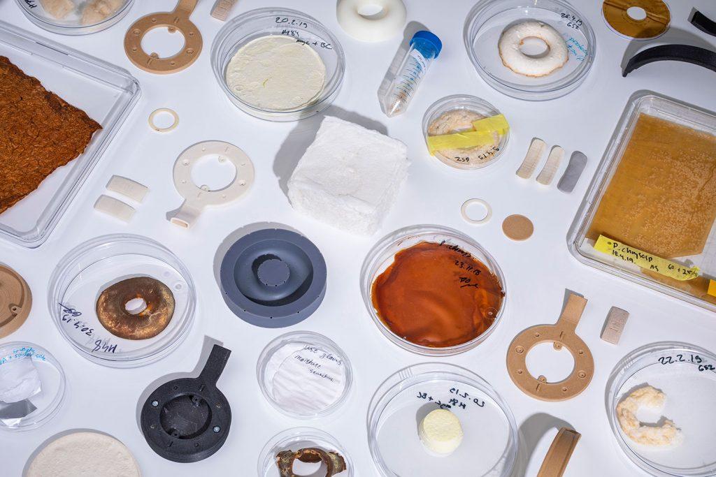Korvaa Einzelteile und Petrischalen mit Schlempe
