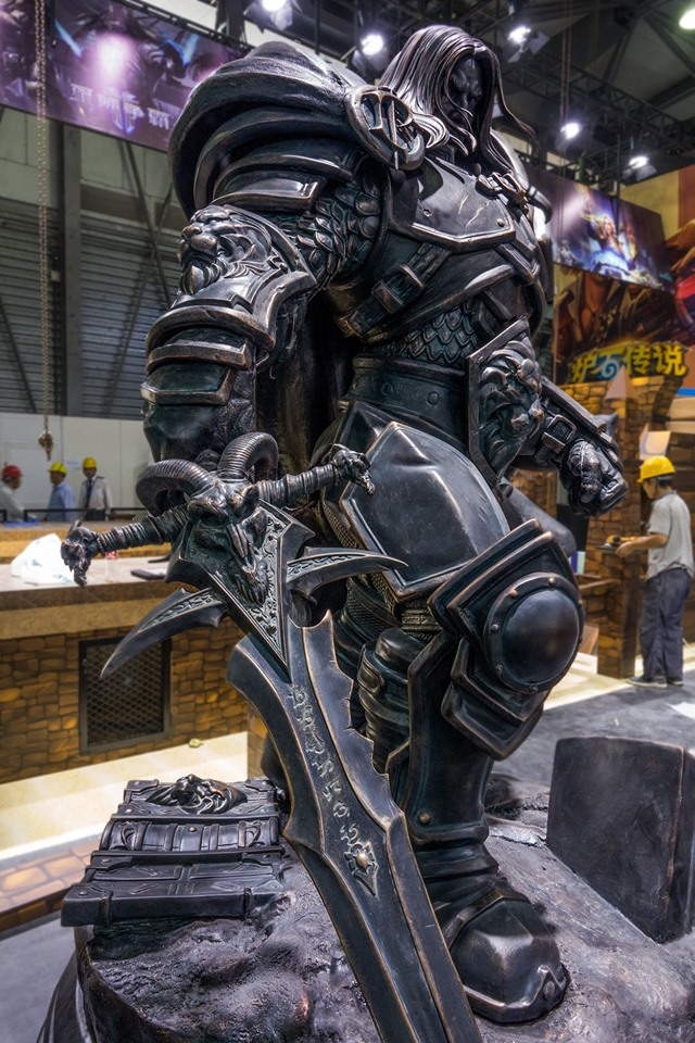 Warcraft 3 reforged Arthas Menethil Statue in China Frostmourne