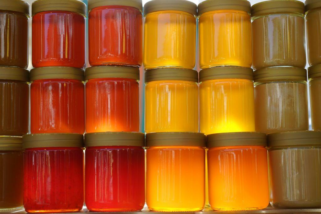 Verschiedene Sorten Honig