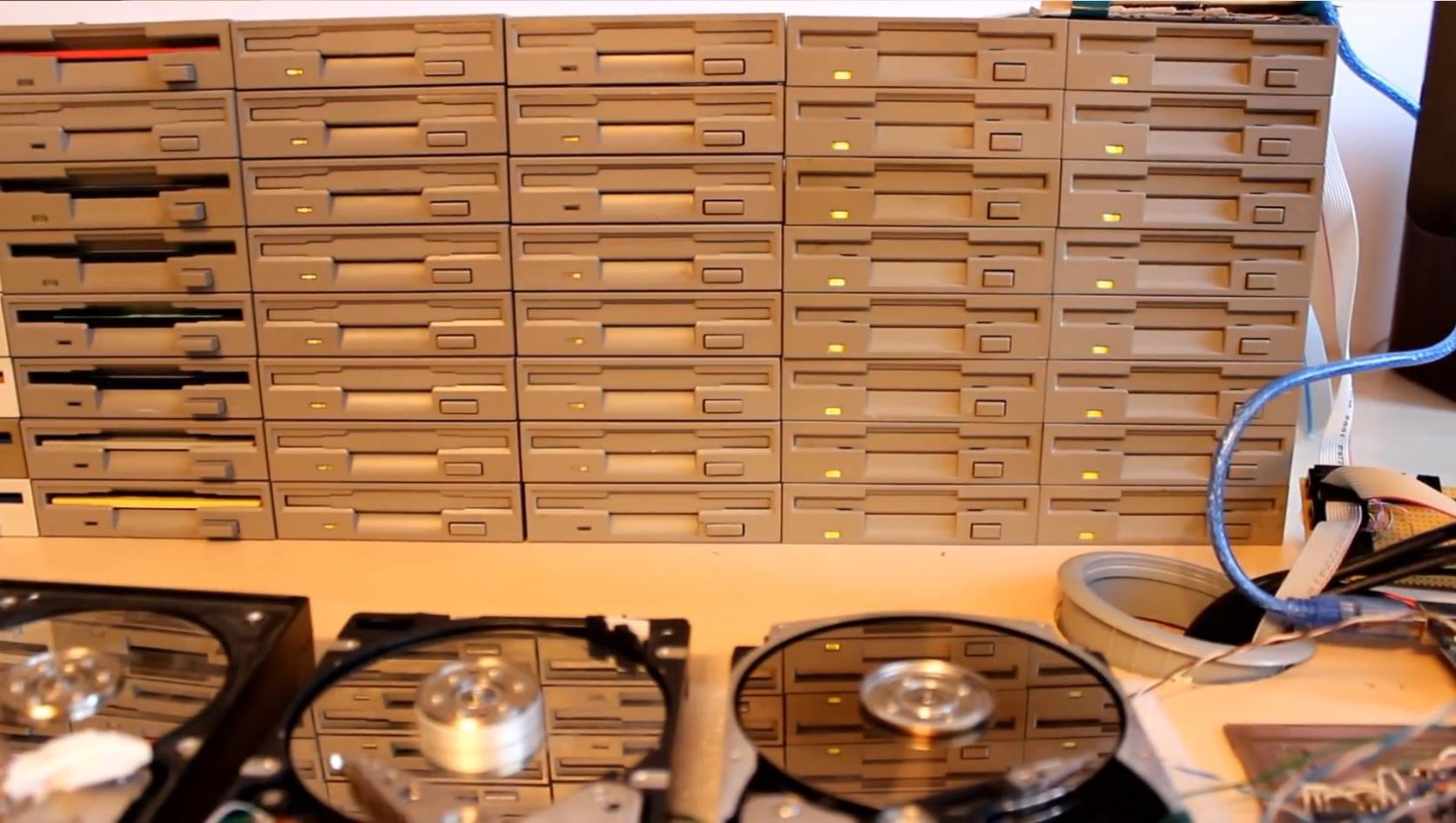 Floppy-Konzert: Imperial March mit Diskettenlaufwerken