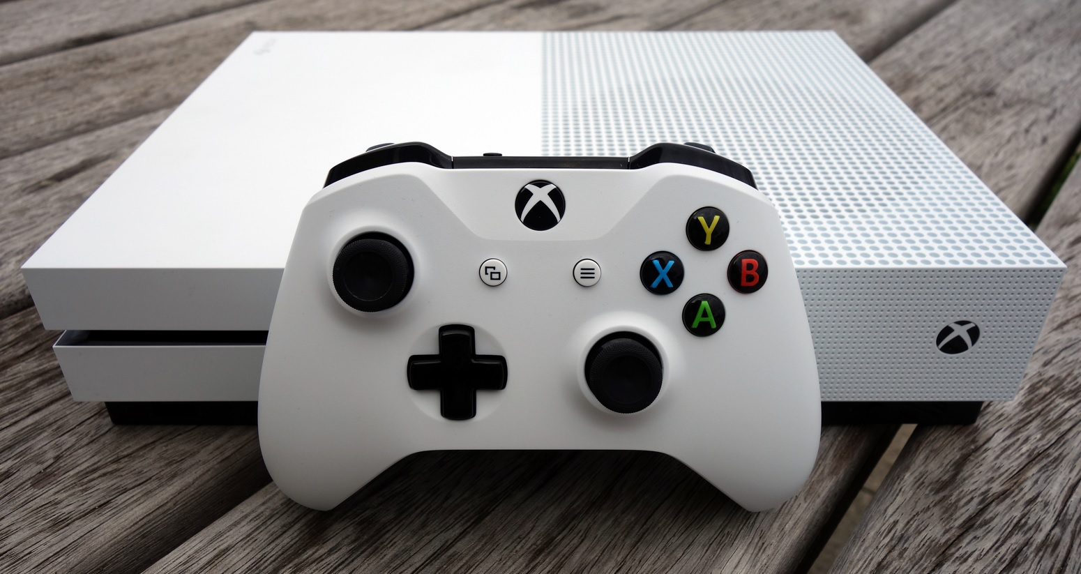 Amazon-Angebote am 18.1.: Xbox One S FIFA mit 2. Controller, Gaming-Notebook