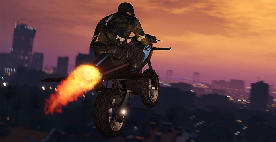 GTA 5 Online: Extreme Stunts mit Raketen-Motorrad – Spieler heben ab!