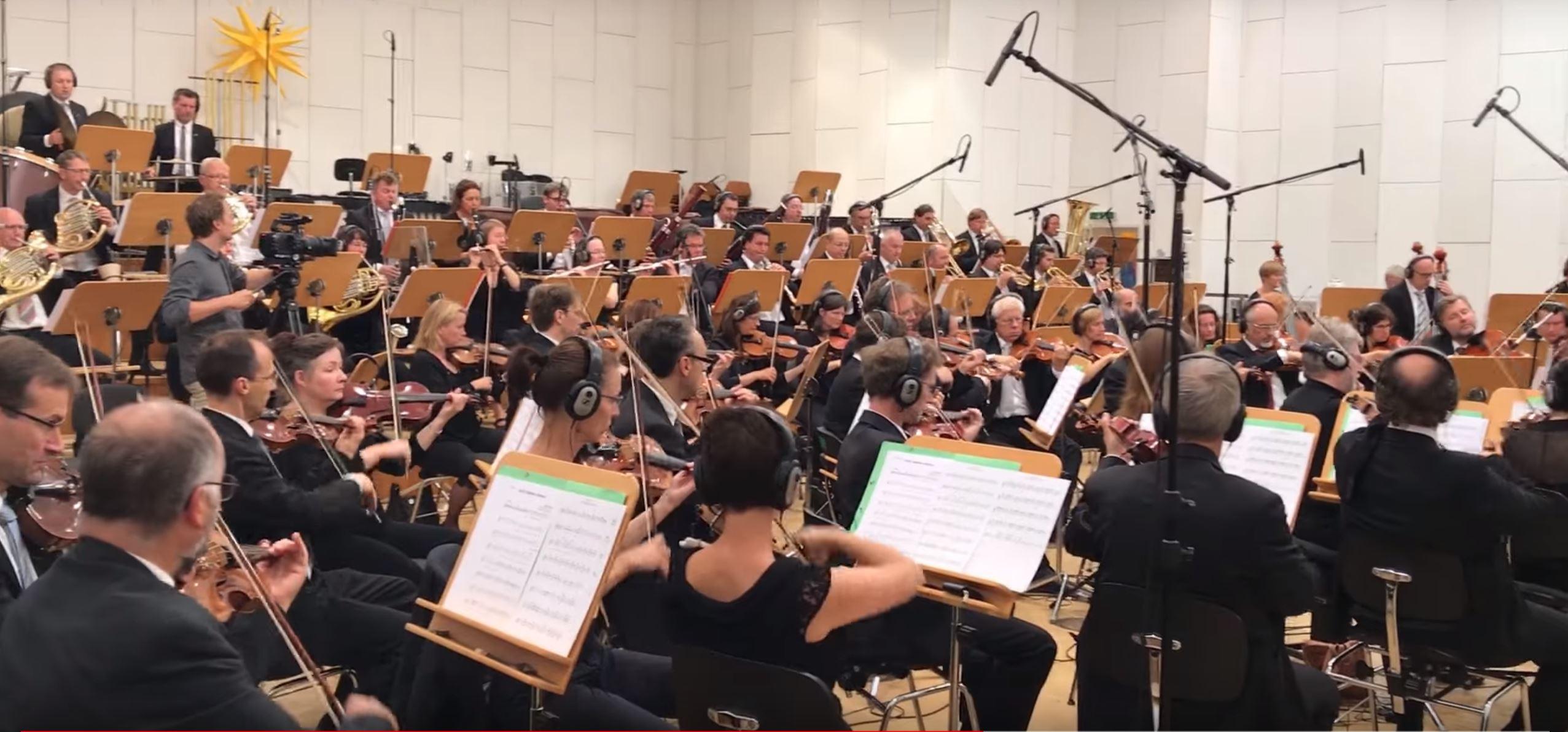 Hört hier, wie ein deutsches Sinfonieorchester für Black Desert spielt