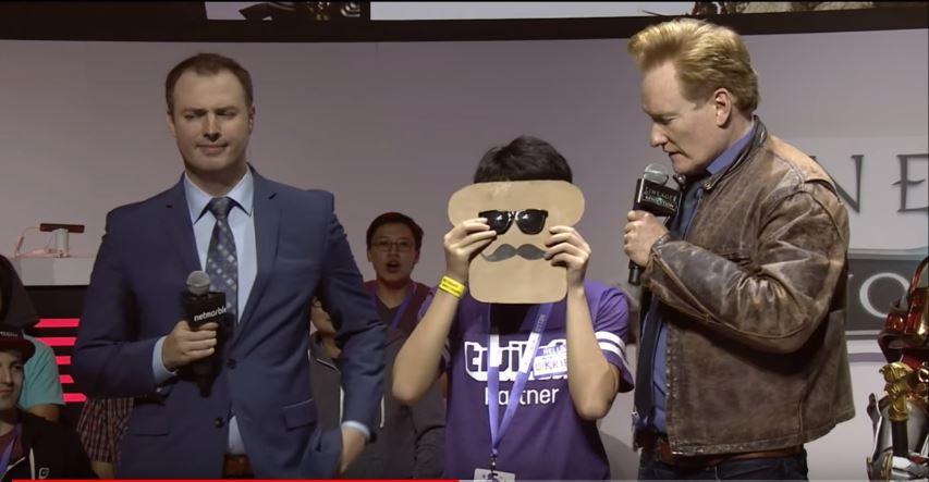 Conan O'Brien macht Werbung für Lineage 2 Revolution, hat keine Ahnung
