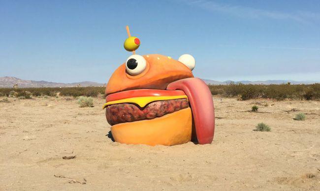 Fortnite: Riesiger Burger verschwindet aus Spiel, taucht in RL-Wüste auf