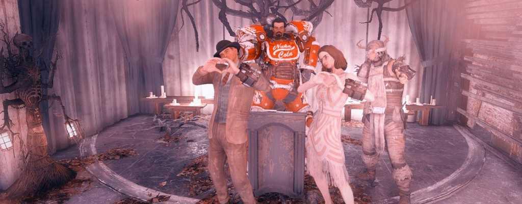 Fallout 76: Ein Pärchen feiert seine Hochzeit in der Kirche des Mothman
