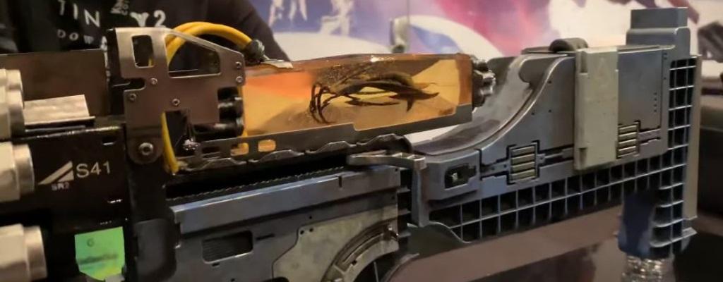 Destiny 2 Shadowkeep zeigt exotische Waffe, die mit alten Insekten schießt