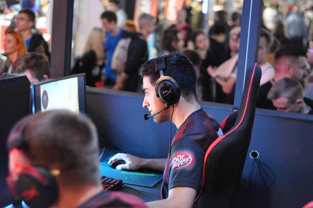 gaming coach maks trocha in action
