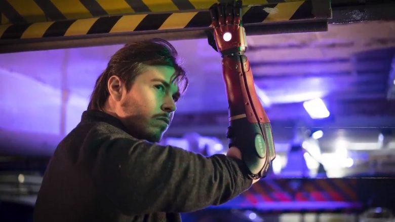 Mann mit nur einer Hand bekommt coolen Robo-Arm wie in Metal Gear Solid