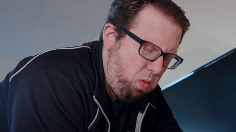Ihr wartet auf eine PS5 und dieser YouTuber zerstört seine mutwillig
