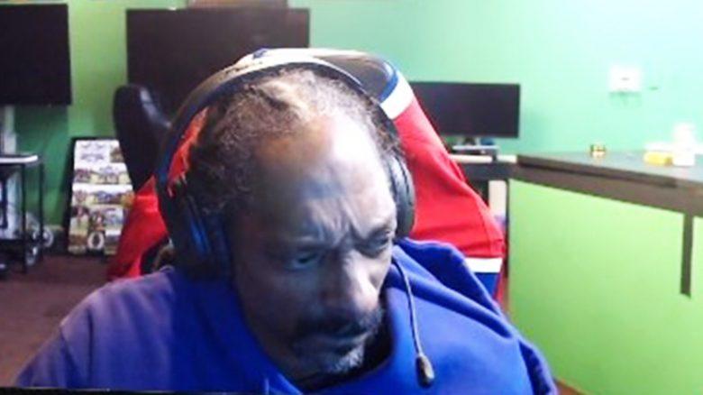 Snoop Dogg ist 15 Minuten live auf Twitch, spielt, regt sich auf und geht