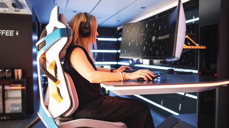 BMW zeigt von Raumschiffen inspirierten Gaming-Stuhl, der all eure Probleme lösen soll